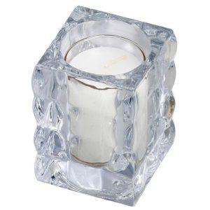 Een kubus vormige kaarshouder