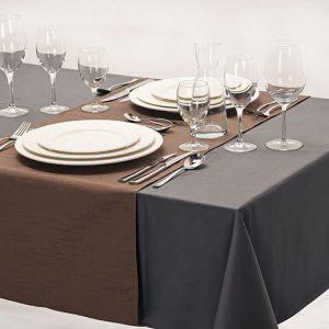 Een tafelkleed met loper